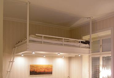 vit loftsäng ment lampor i Kungsholmen