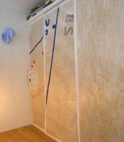 Garderobs förvaring på loftet