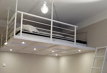 loftet byggdes något större än sängen